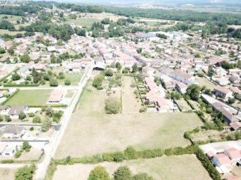 Villieu-Loyes-Mollon<br/>Champ Fleuri